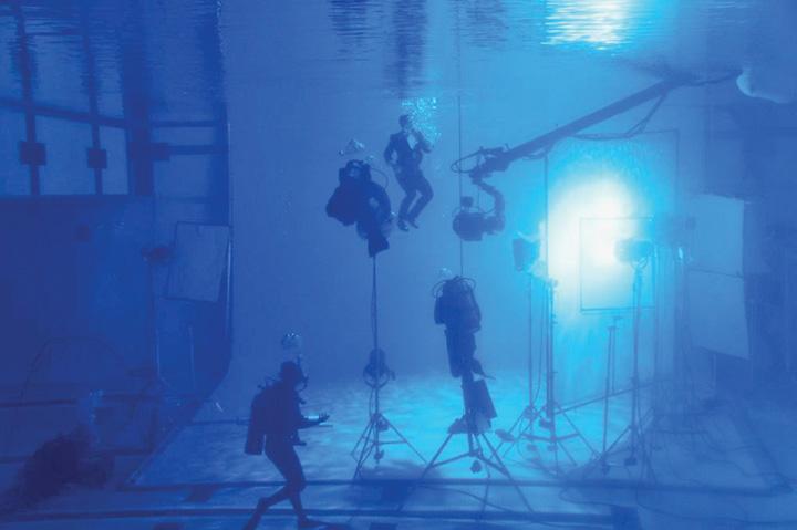 craig 1 1 Daniel Craig intra la apa pentru Omega
