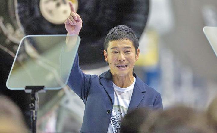 luna 2 Miliardar japonez, primul turist  in jurul Lunii