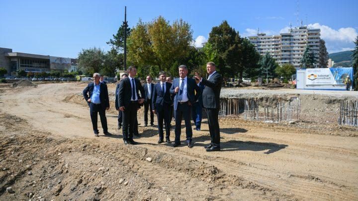 original vizitare santier monument alba iulia 3 720x405 Dupa deschiderea anului scolar, Iohannis a vizitat santierul Monumentului Marii Uniri