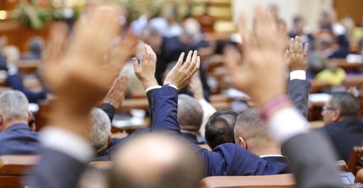 parlament Ne scufundam in mahalaua politica