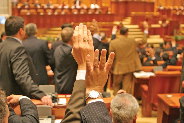 parlamentari Multinationalele, mai tari ca Parlamentul