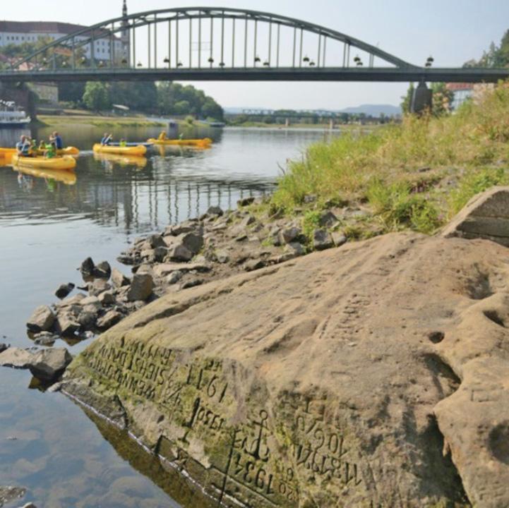 piatra mare Pietrele foametei apar in Cehia