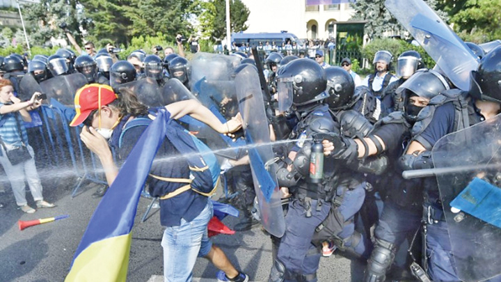 proteste 10 aug jandarmi Judecatori:  Interventia in forta a jandarmilor a fost corecta