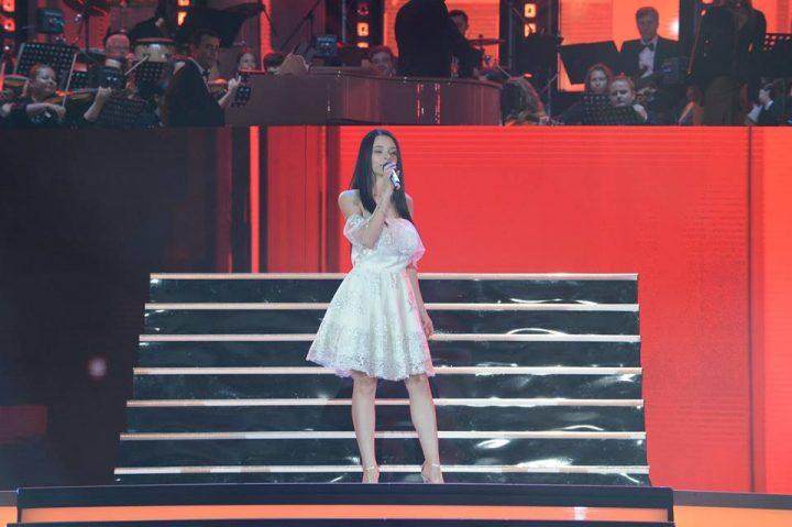 trofeu cerb 720x479 Cerbul de Aur 2018. Trofeul, castigat de o cantareata de 17 ani din Albania (VIDEO)