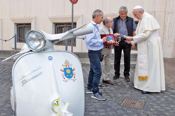 vespa 1 O Vespa pentru Papa Francisc