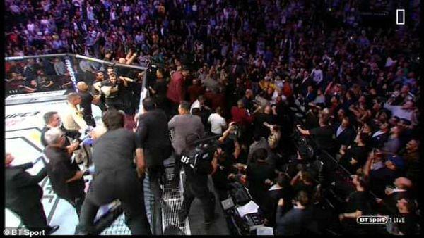 5 Cafteala şi arestari dupa meciul McGregor Nurmagomedov