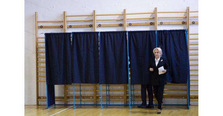 Mai multi politicieni, dar si Patriarhul Daniel au votat la referendum