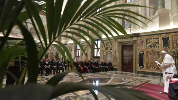 papa Papa deschide Sinodul tinerilor la Vatican