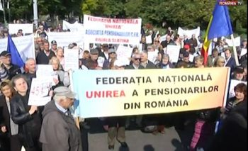 protest 350x213 Protest al pensionarilor in Piata Victoriei