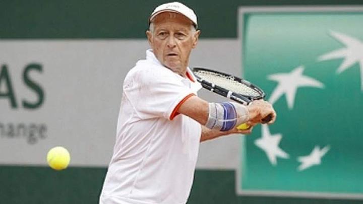 tenis Campion  mondial de tenis la 87 de ani