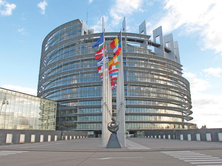 Parlamentul European Cutremur la Bruxelles: miliardele Chinei inghit toata Europa