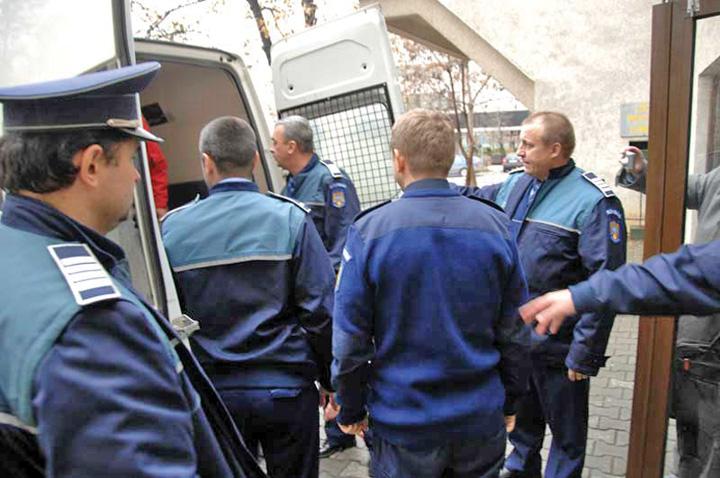 arestati politisti Prim procuror, vanator de politisti!