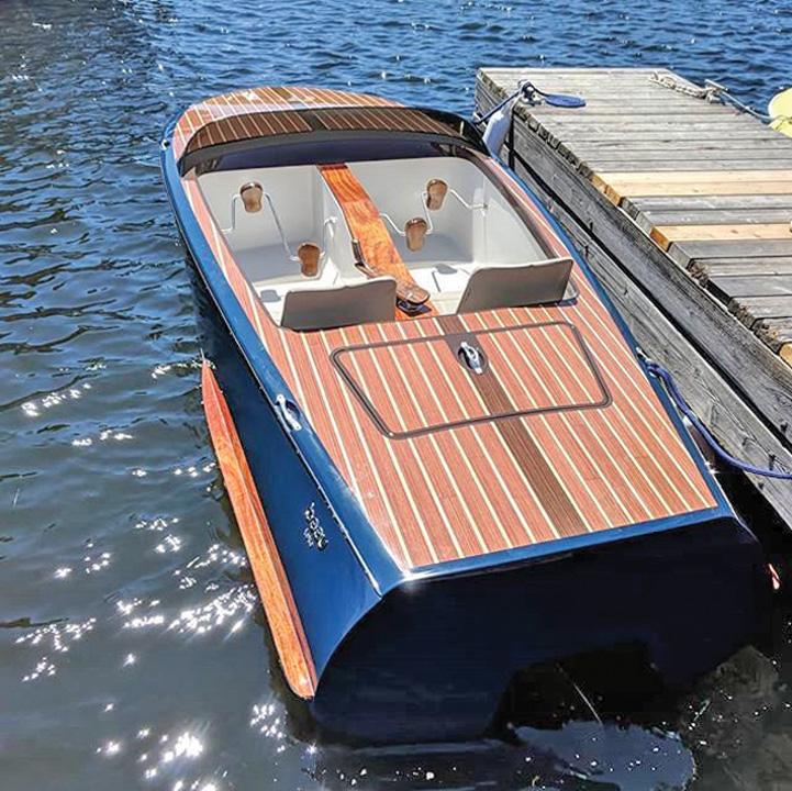 barca 1 Milionarii o dau in hidrobiciclete de lux