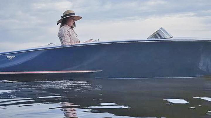 barca 3 Milionarii o dau in hidrobiciclete de lux