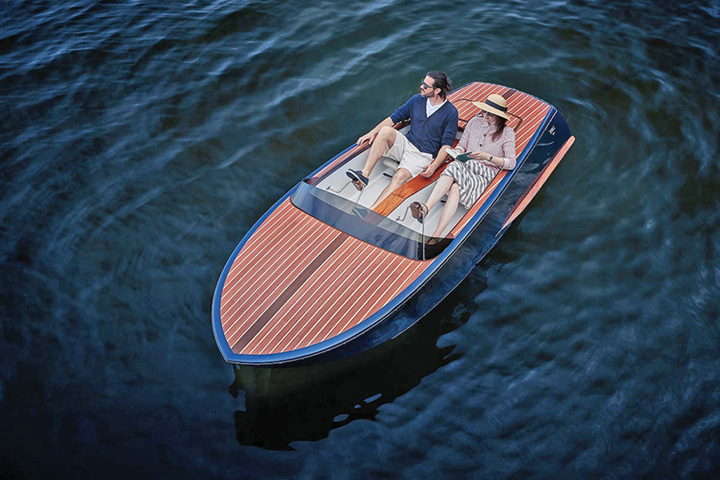 barca Milionarii o dau in hidrobiciclete de lux