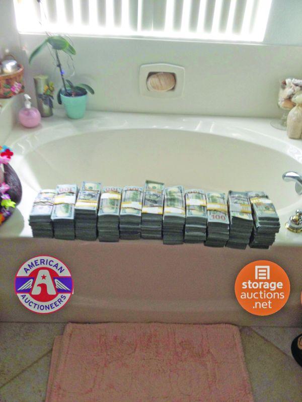 depozit 1 Surpriza din depozit: au dat 500 de dolari şi au gasit milioane