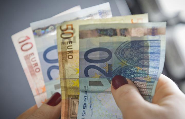 euro prime Prime de 30.000 de euro din greseala