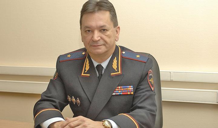 general Putin isi pune om la sefia Interpol