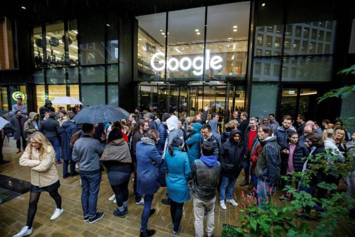 google Angajatii Google, in strada pe motiv de hartuire sexuala