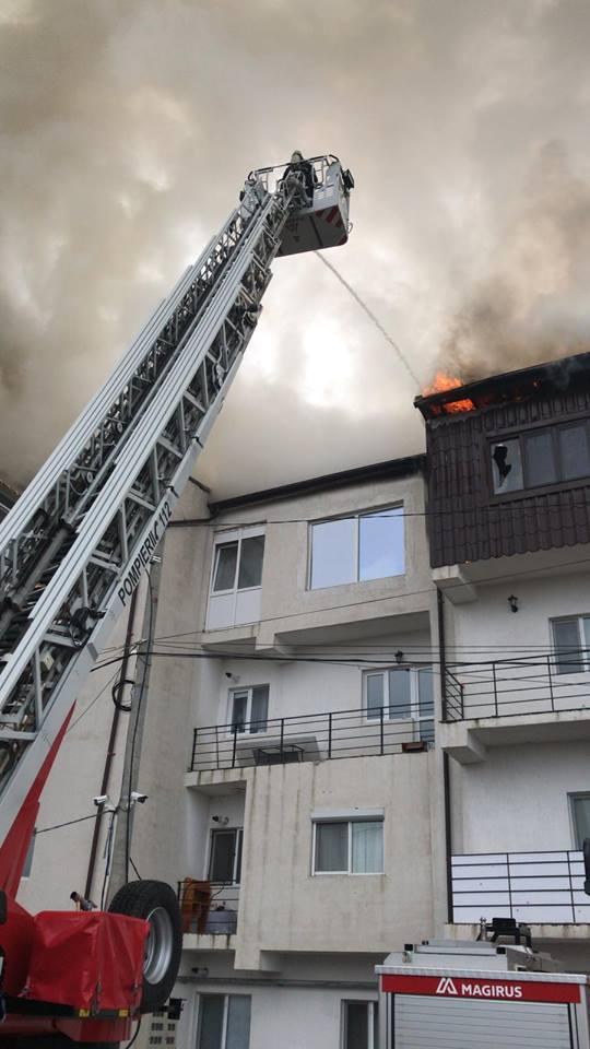 incendiu 1 UPDATE Incendiu puternic la blocuri din Chiajna:tanara dusa la spital