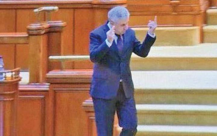 iordache Iordache, cu degetul mijlociu in Parlament