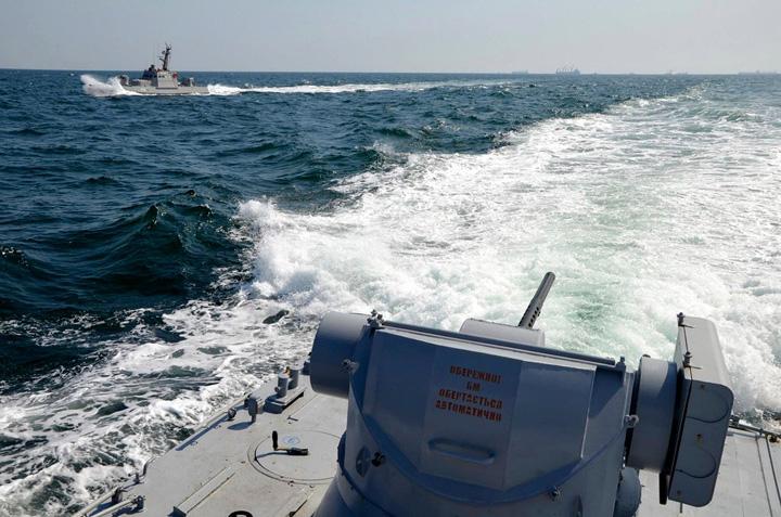 mare Porosenko cere nave NATO in Marea Azov