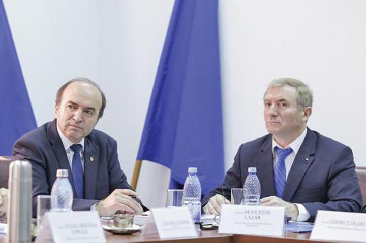 "tudorel vs lazarjpg Procurorul general al Romaniei, un biet ""elev"" fastacit"
