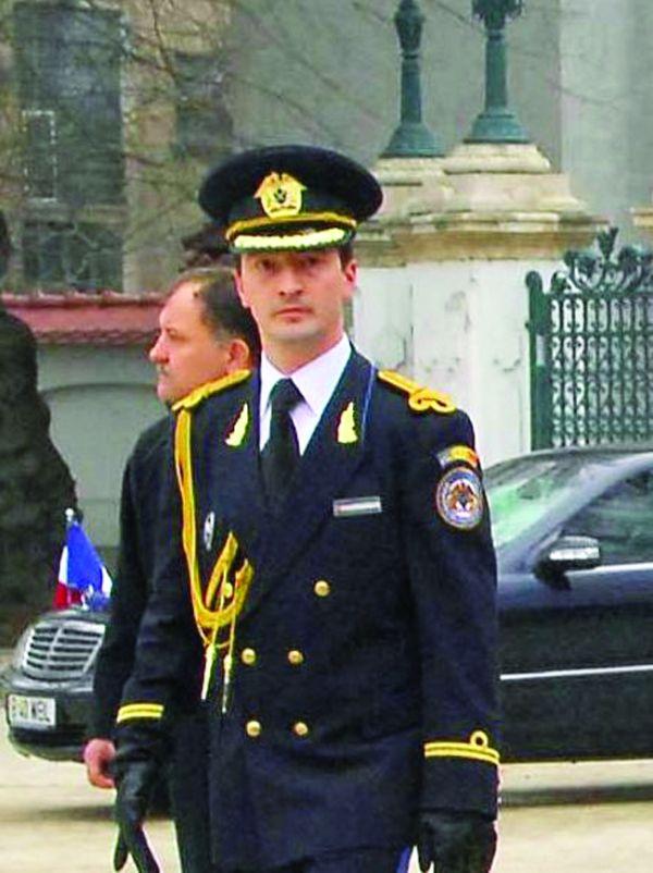 uniforma SPP isti dezbracati de Pahontu!