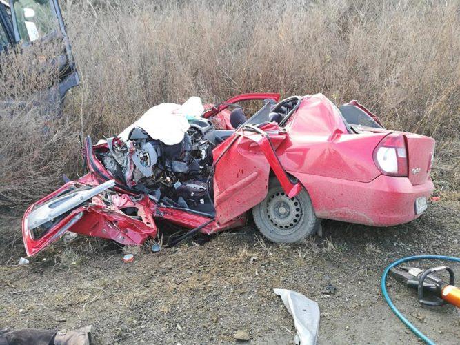 accident arad 667x500 Accident cumplit in Arad: un om a murit dupa ce o masina s a facut praf in urma impactului cu un TIR