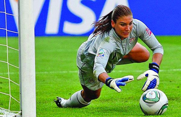 becali 2 Becali: cum sa joace femeia fotbal?