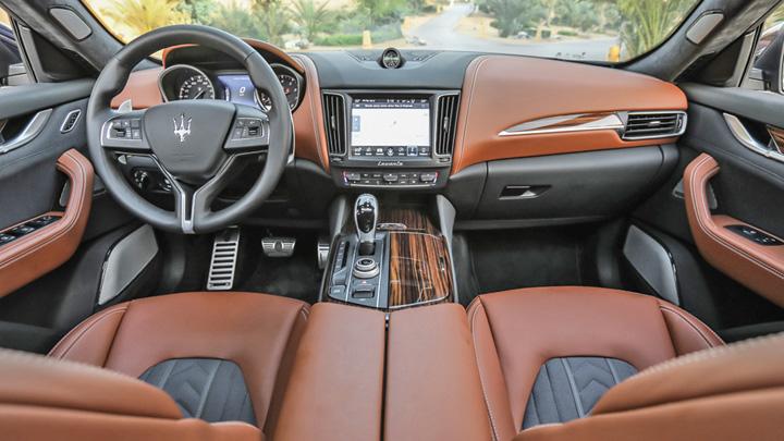 bord Maserati trece la vanzari online