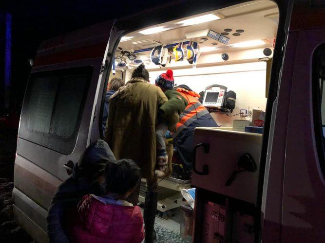 evacuare bloc 667x500 32 de oameni, evacuati din cauza unui incendiu intr un bloc din Botosani (FOTO)