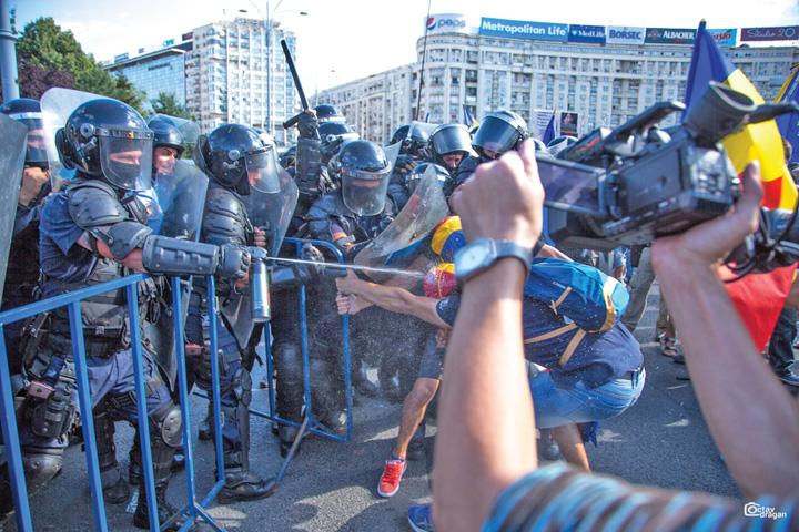 gaze miting 10 august Expertiza pe gazele folosite de jandarmi in 10 august