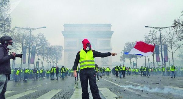 paris mare Macron si a pus poporul in cap