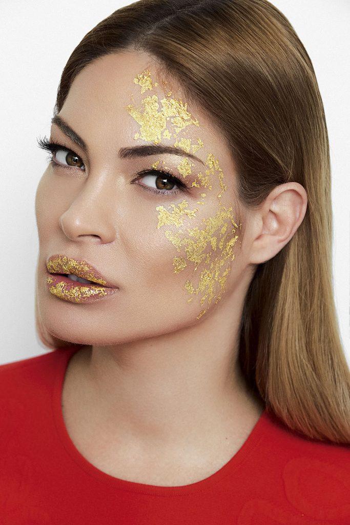 pelinel Premieră: Celebrele măşti din aur de 24 de carate, în România