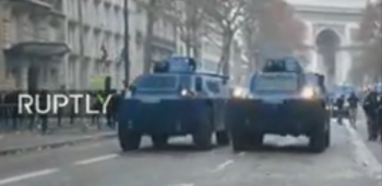 prot1 350x171 Incidente violente la protestul de sambata din capitala franceza. Cel putin 30 de raniti (VIDEO)