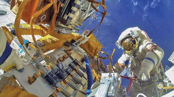 rusi 1 Rusii repara gaurica Statiei Orbitale Internationale