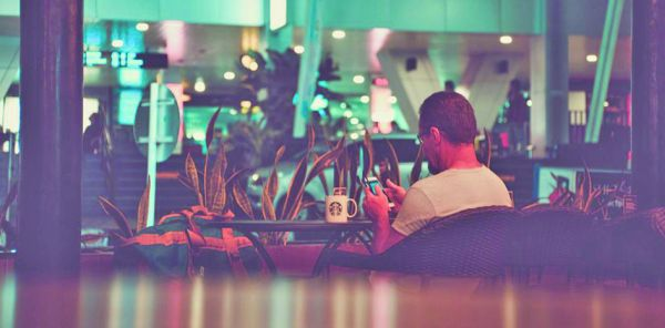 starbucks  Starbucks taie pornografia in restaurante