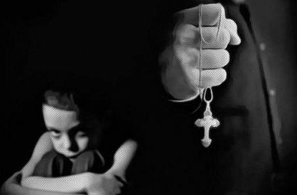 sutana Sute de pedofili in sutana