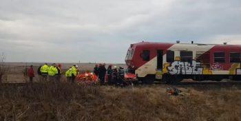 tren 350x176 Masina lovita de tren in Timis   tanar la spital