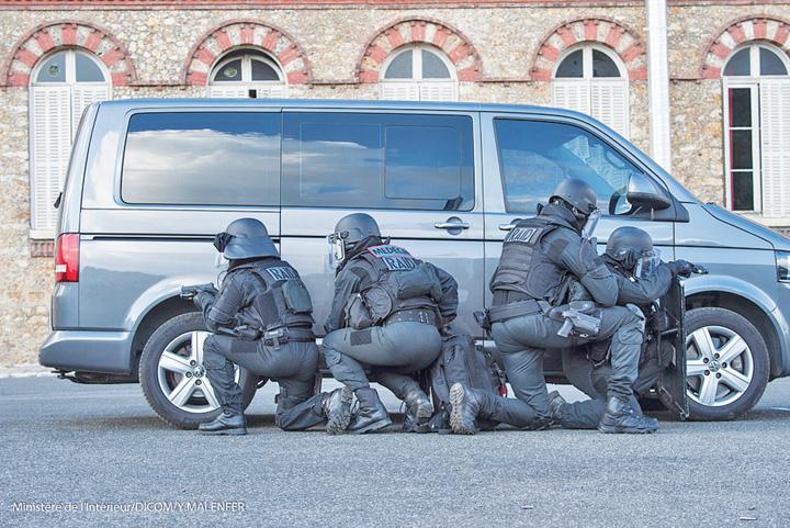 trupe Atentatul din Strasburg pune la treaba Parlamentul European