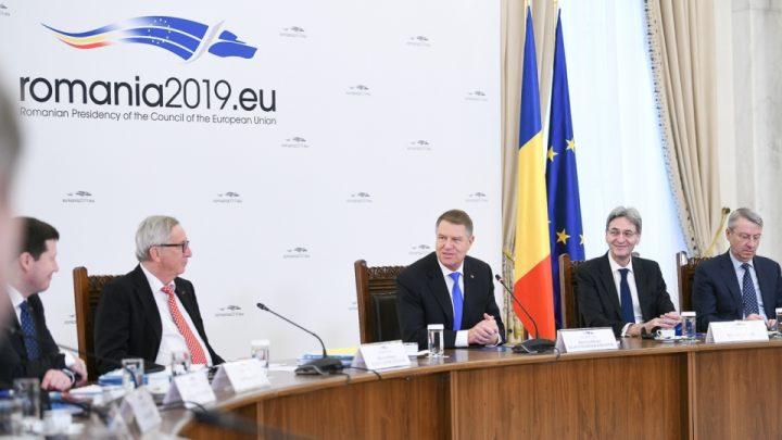 19 01 11 12 29 05big vizita colegiului comisarilor 11 ian 2018 10 720x405 Juncker si comisarii europeni, primiti la Cotroceni