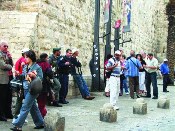 Tourists in the Old City 6901 Turism la pas: cele mai bune orase