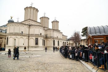 biserica boboteaza 350x233 De Boboteaza, pompierii din Capitala sunt atenti la bisericile aglomerate. ISU: 4 persoane au avut nevoie de ingrijiri
