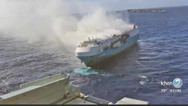 cargou 1 Nava cu 3800 de masini, in flacari si in deriva