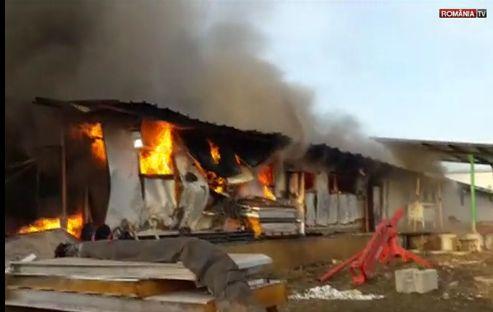 incendiu 1 Flacari la un depozit de pe Soseaua de Centura a Capitalei (VIDEO)