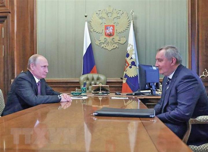 luna 2 Rusii pregatesc juristi pentru Luna