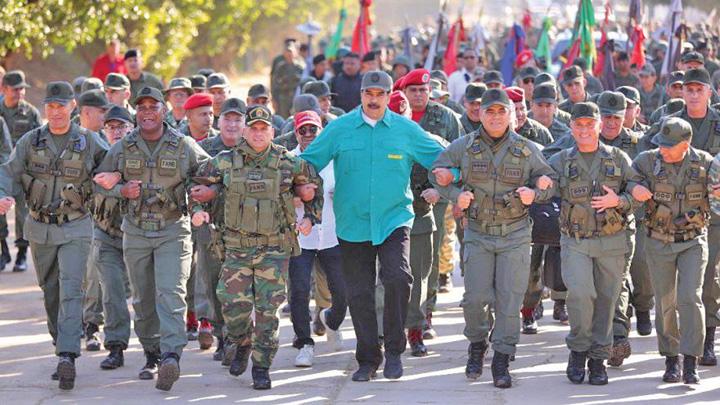maduro armata Maduro isi arata muschii