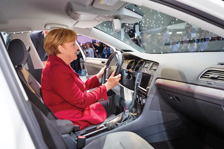 merkel auto America baga Germania in faliment