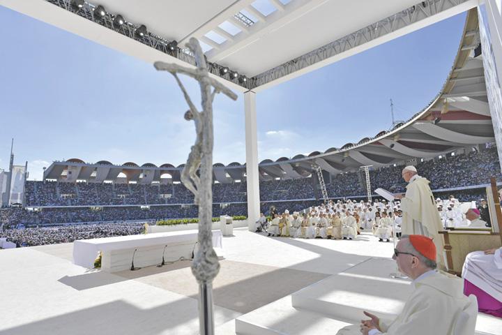 papa 1 1 Papa Francisc, triumf in Emirate